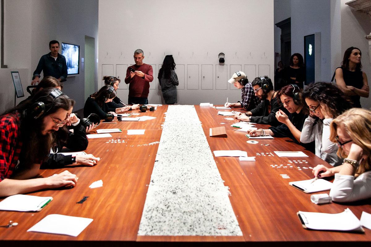Counting the Rice - Opera con coinvolgimento del pubblico di The Cleaner - Palazzo Strozzi