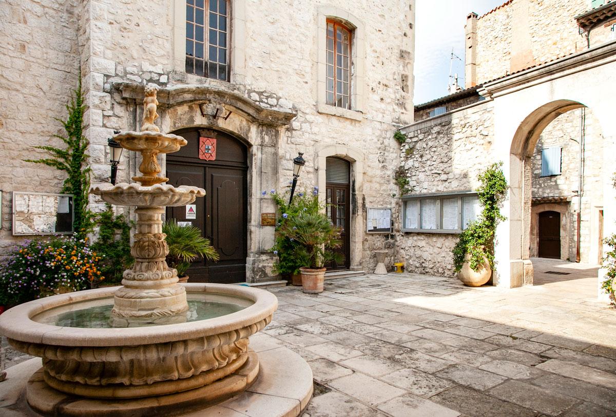 Fontaine de la Mairie - Fontana nel castello di Tourrettes sur Loup