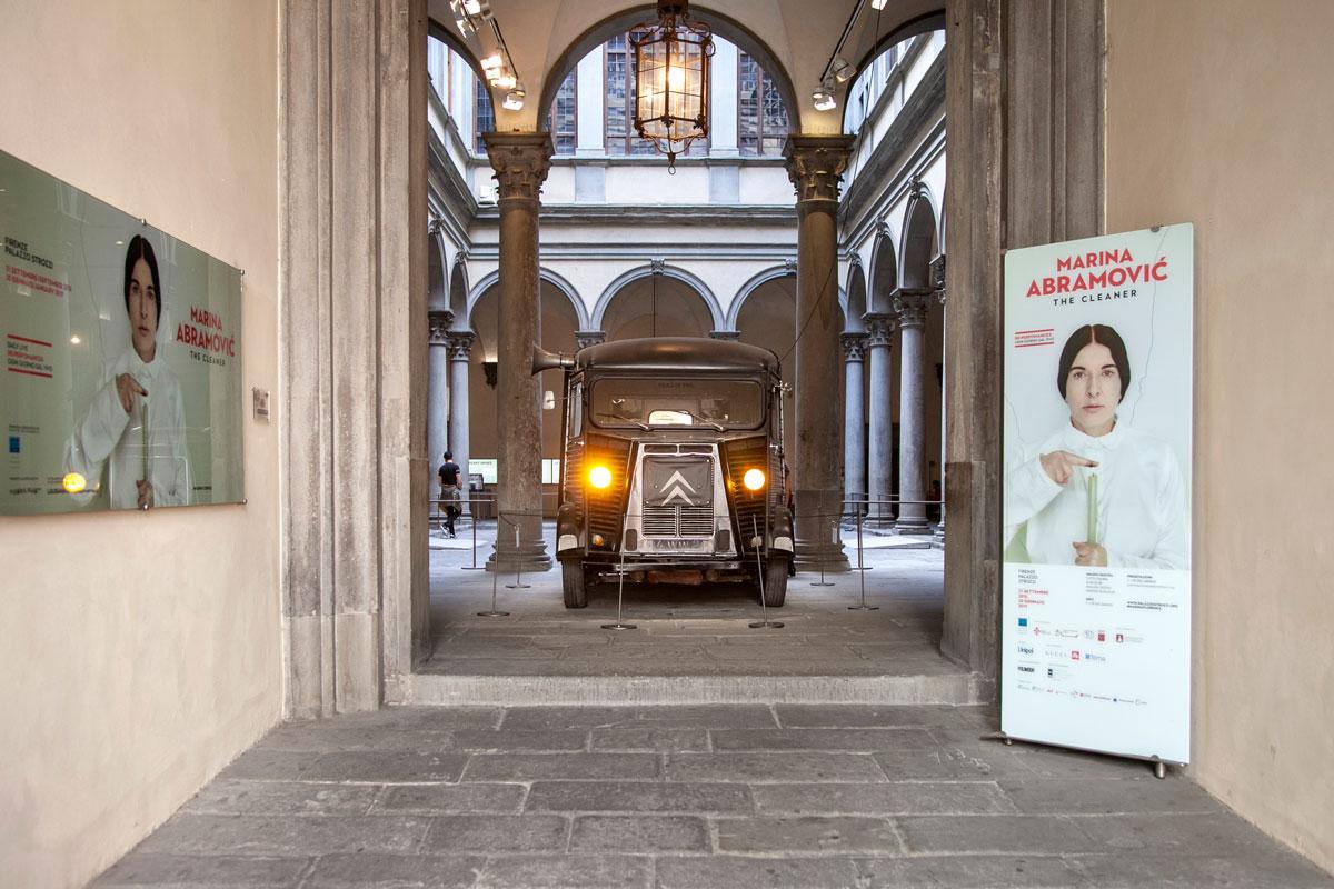 Furgone Citroen a Palazzo Strozzi - Furgone di Marina Abramović e Ulay