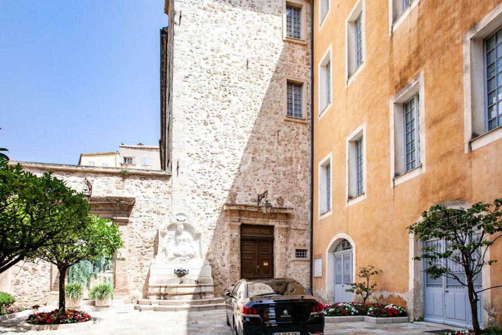 Hotel de Ville dentro al palazzo vescovile di Grasse