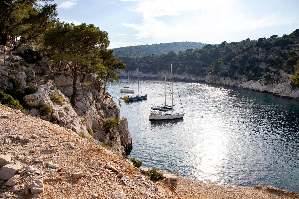Il canyon con le barche attraccate - Calanchi di Marsiglia