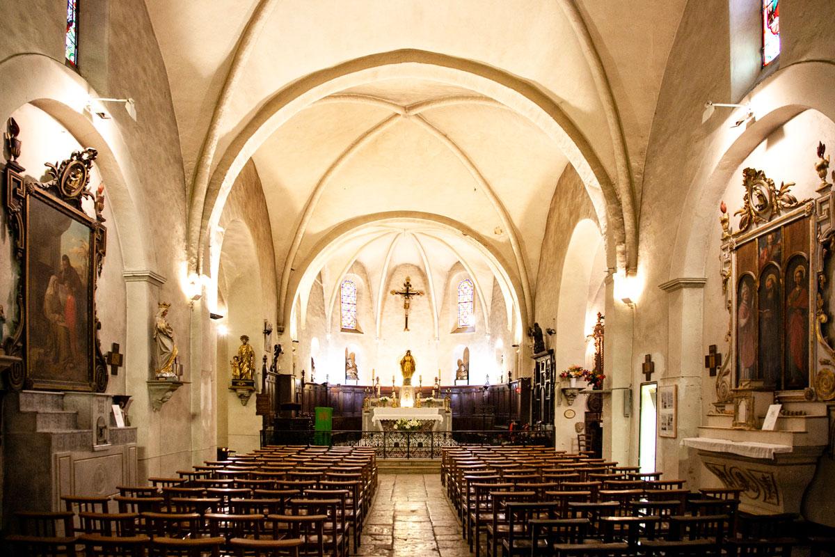 Interni della chiesa di San Gregorio di Tourrettes sur Loup