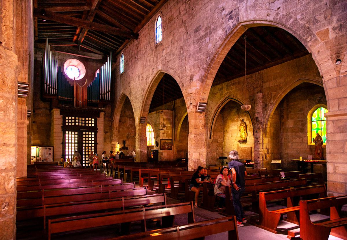 Interni di Notre Dame des Sablon - Cattedrale di Aigues Mortes