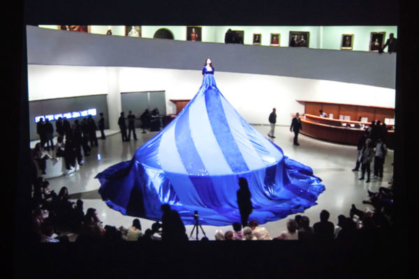Marina Abramović - Seven Easy Pieces al Guggenheim Museum - Frame di Entering the other side