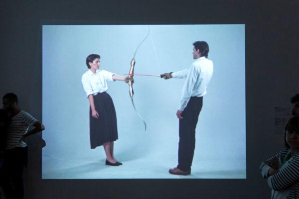 Relation II - Marina Abramović e Ulay - Rest Energy - Arco con freccia verso il cuore dell artista