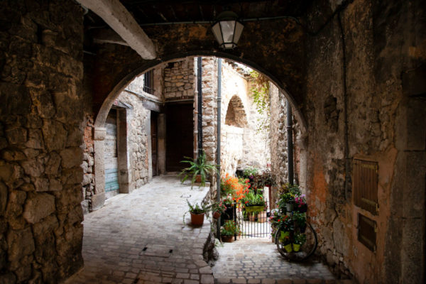 Scorci del centro storico del borgo della violetta - Provenza