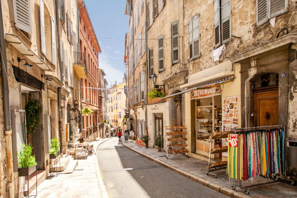 Tra i negozi nei vicoli di Grasse - Città Provenzale capitale del profumo