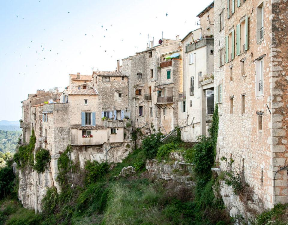 Vista Panoramica sul borgo di Tourrettes sur Loup borgo della violetta - Provenza
