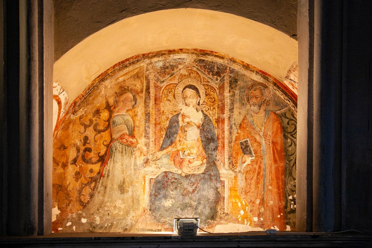 Affreschi di Epoca trecentesca dentro alla chiesa di San Cristoforo