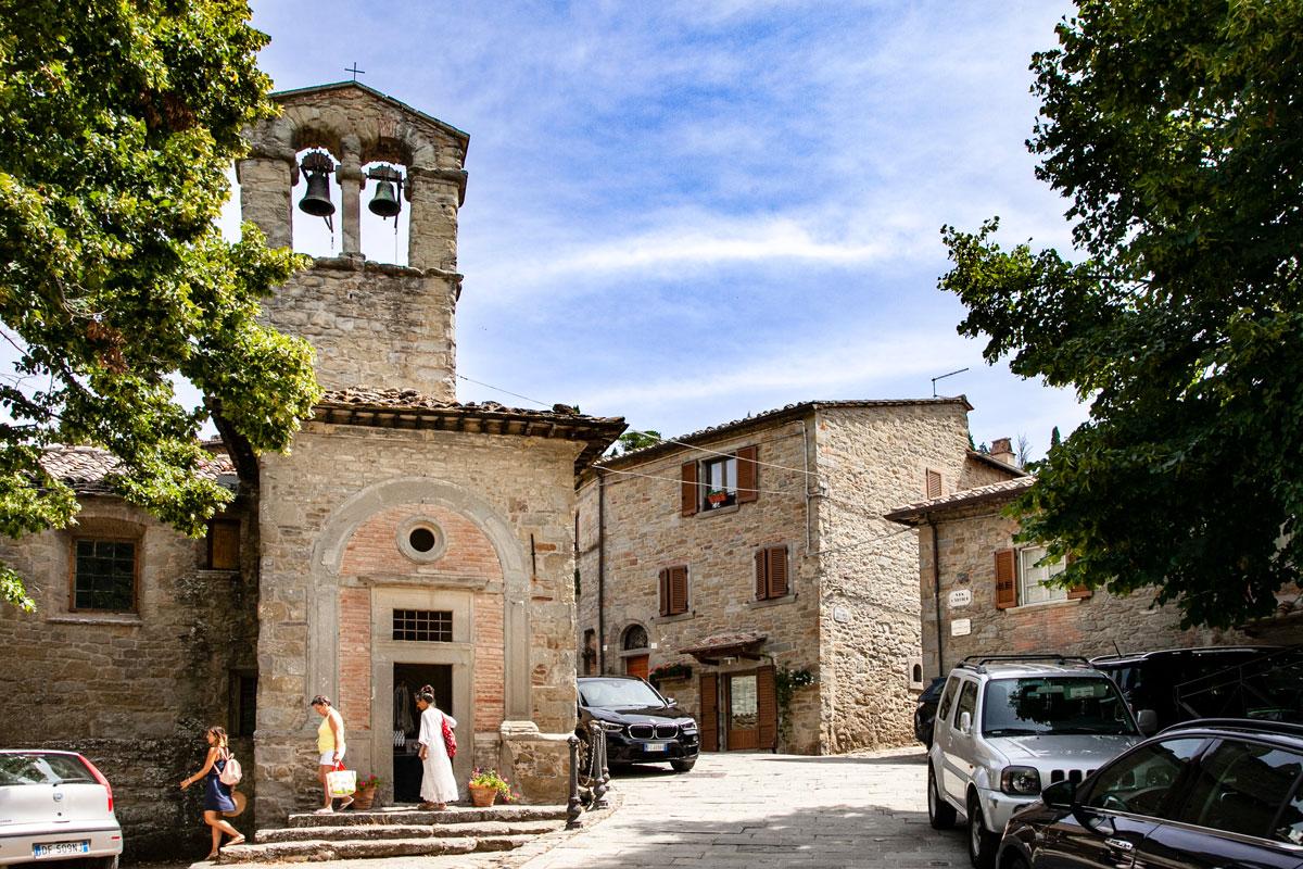 Chiesa di San Cristoforo - Piccola chiesa con campanile a vela romanica