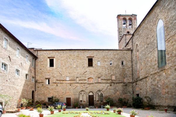 Cortile della chiesa di San Francesco