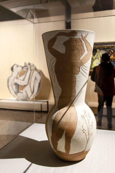Grande vaso in ceramica con donna