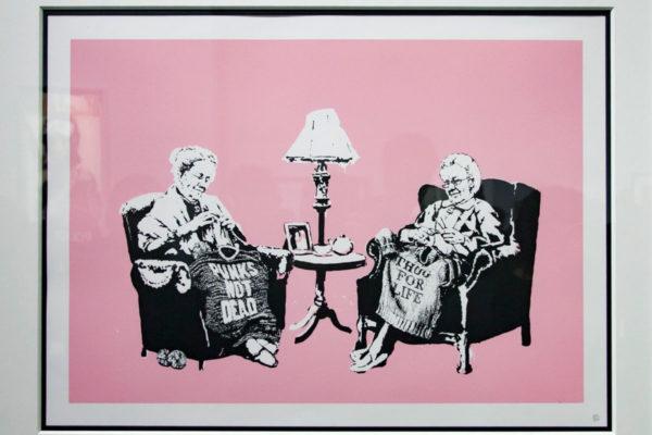 Grannies - anziane inglesi che cuciono vestiti punk