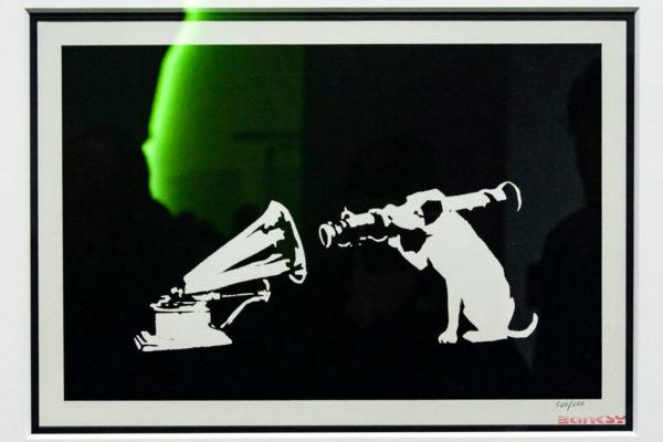 His Master s Voice - Banksy inverte il celebre simbolo del cane e grammofono