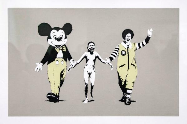 Napalm - Opera di Banksy sulla foto di Nick UT - Bambina con Topolino e Ronald Mc Donald
