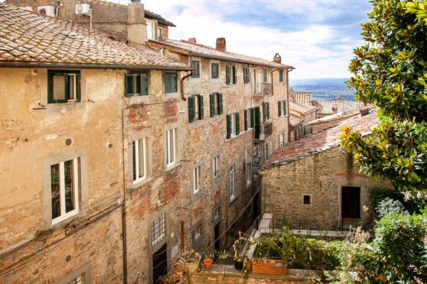 Palazzi e tetti del borgo toscano di Cortona