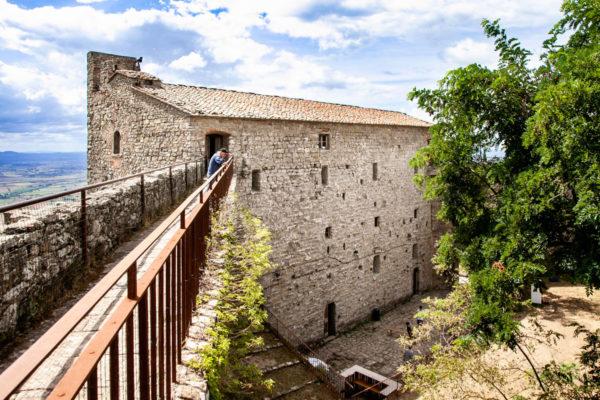Passeggiata sulle mura della Fortezza del Girifalco - Cosa fare a Cortona