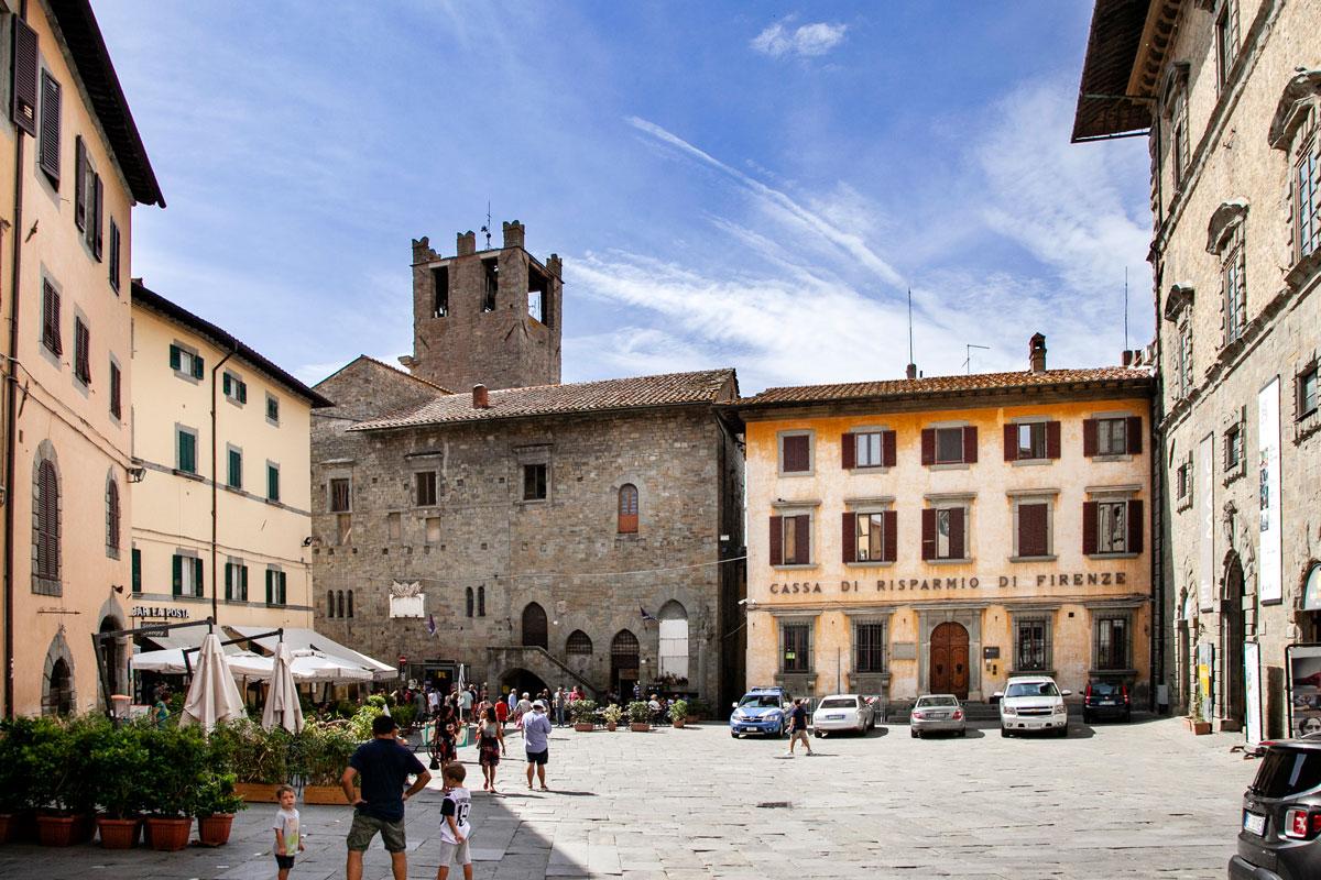 Piazza Luca Signorelli - Retro di Palazzo del Popolo di Cortona