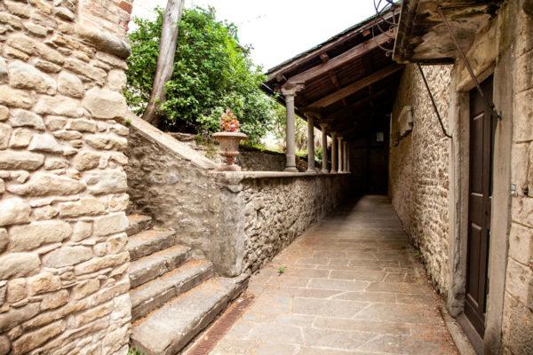 Porticato laterale della chiesa di san Niccolò