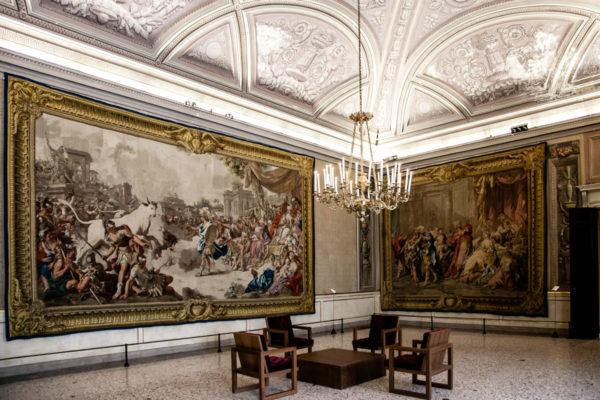 Sala degli Arazzi di Palazzo Reale di Milano - Arazzi appesi alle pareti