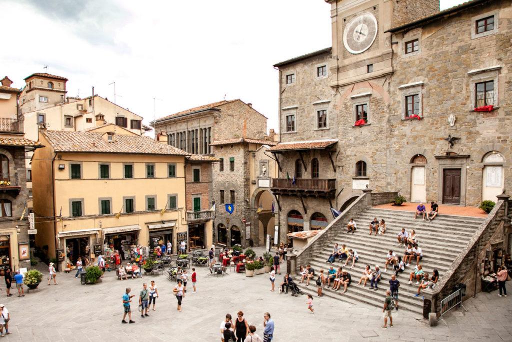 Scalinata di Palazzo del Popolo di Cortona - Toscana