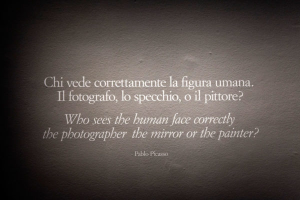 Scritte sul muro di Picasso Metamorfosi - Mostra a Milano