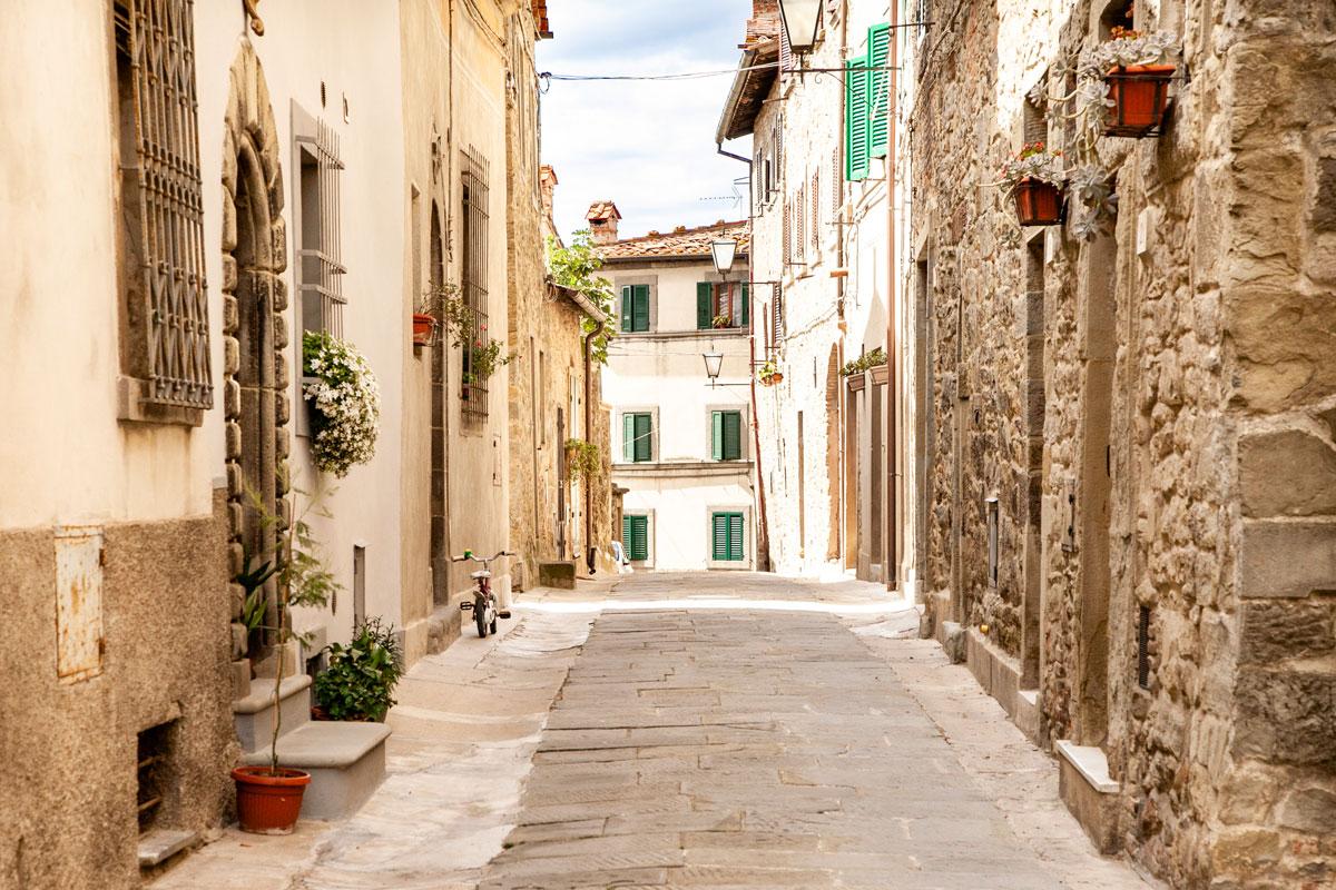 Vicoli assolati di Cortona