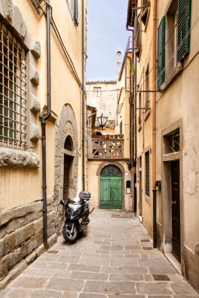 Vicoli e portoni di palazzi storici