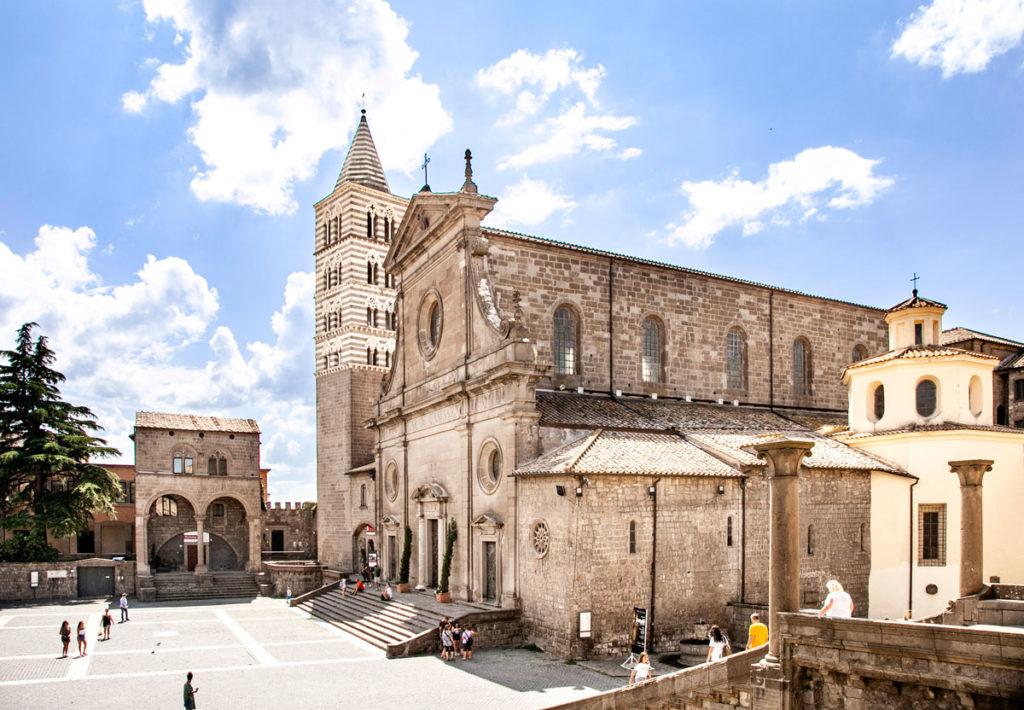 Cattedrale e Campanile di San Lorenzo visto da Palazzo dei Papi