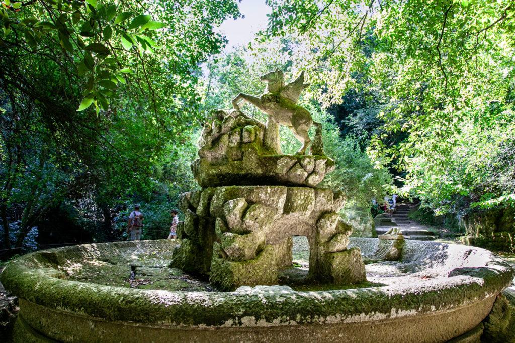 Fontana con Statua di Pegaso