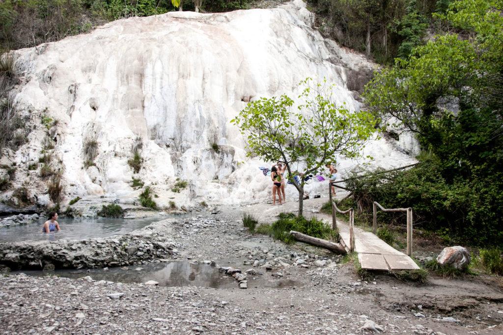 Fosso Bianco e Pozze di Acqua Termale ai Bagni di San Filippo in Toscana