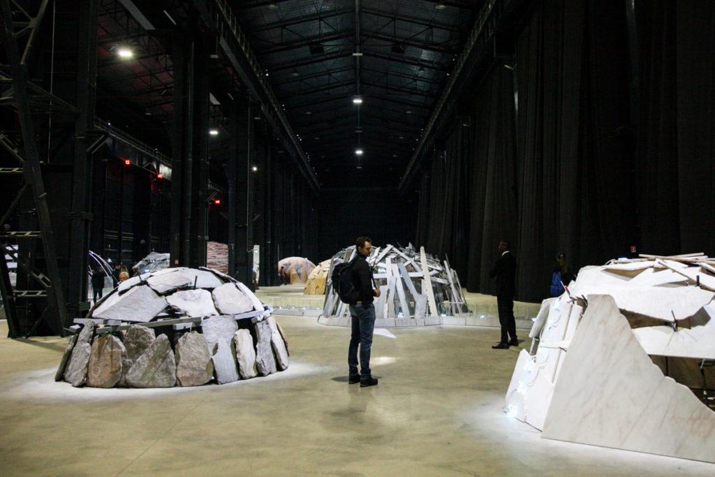 Gli Igloo di Mario Merz in mostra ad Hangar Bicocca di Milano