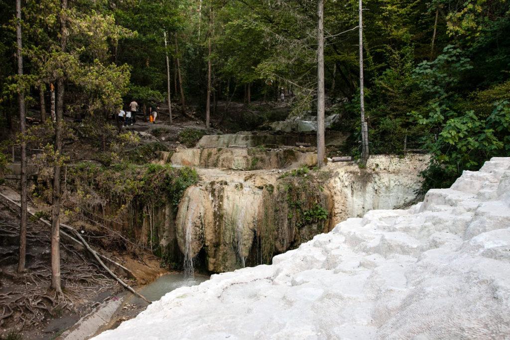 Il fosso con acqua termale - Val d'Orcia