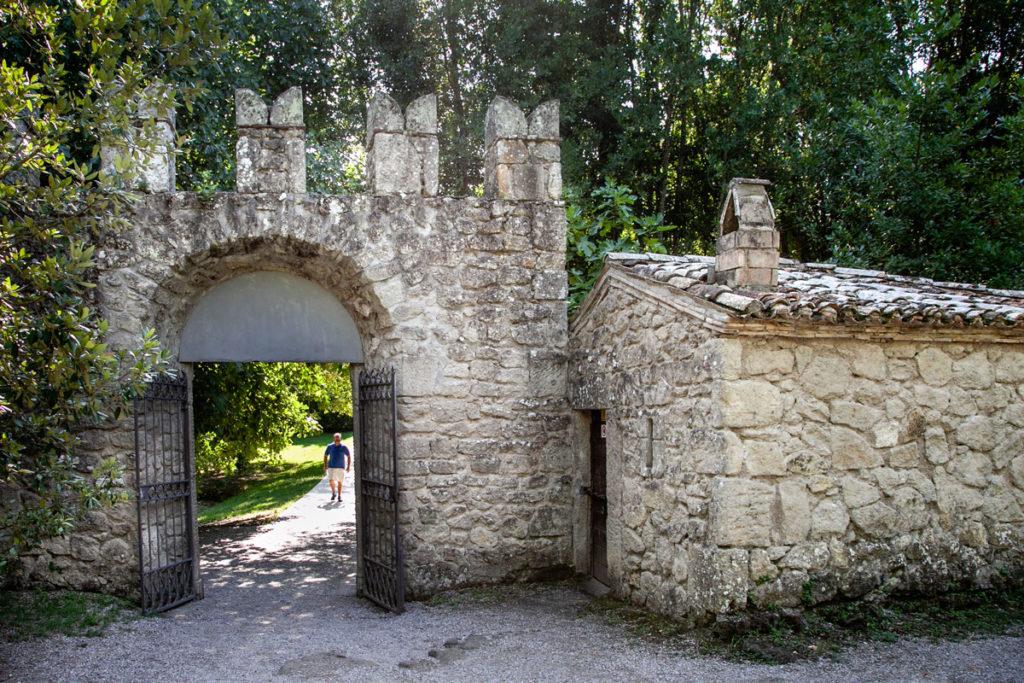 Ingresso al Parco dei Mostri di Bomarzo