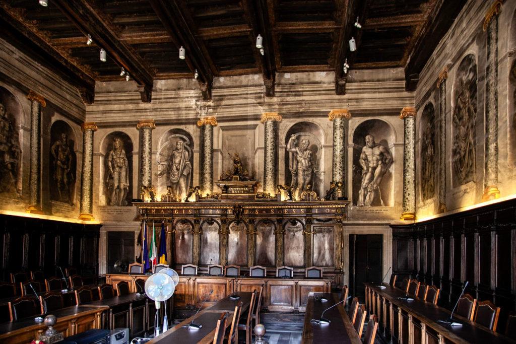 Interni del Palazzo dei Priori di Viterbo - Sala del Consiglio