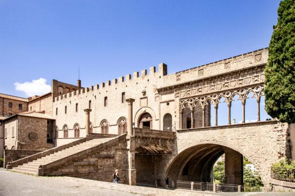 Palazzo dei Papi di Viterbo - Ingresso e loggia delle Benedizioni