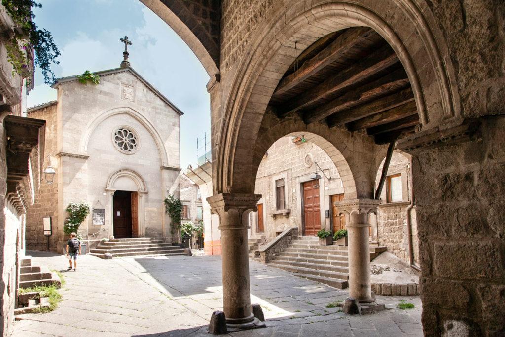 Piazza San Pellegrino - Chiesa di San Pellegrino dal palazzo degli Alessandri - Viterbo