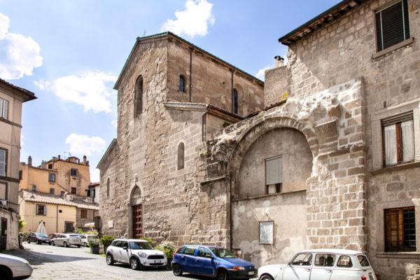 Piazza Santa Maria Nuova e chiesa di Santa Maria Nuova - Viterbo