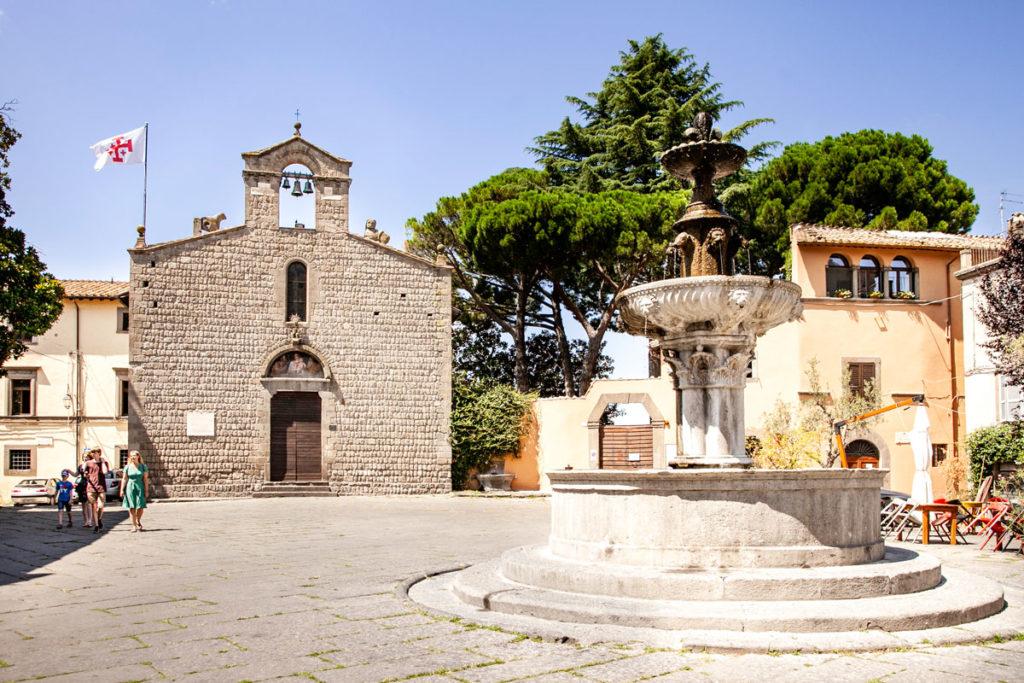 Piazza del Gesù di Viterbo - Fontana e Chiesa di San Silvestro