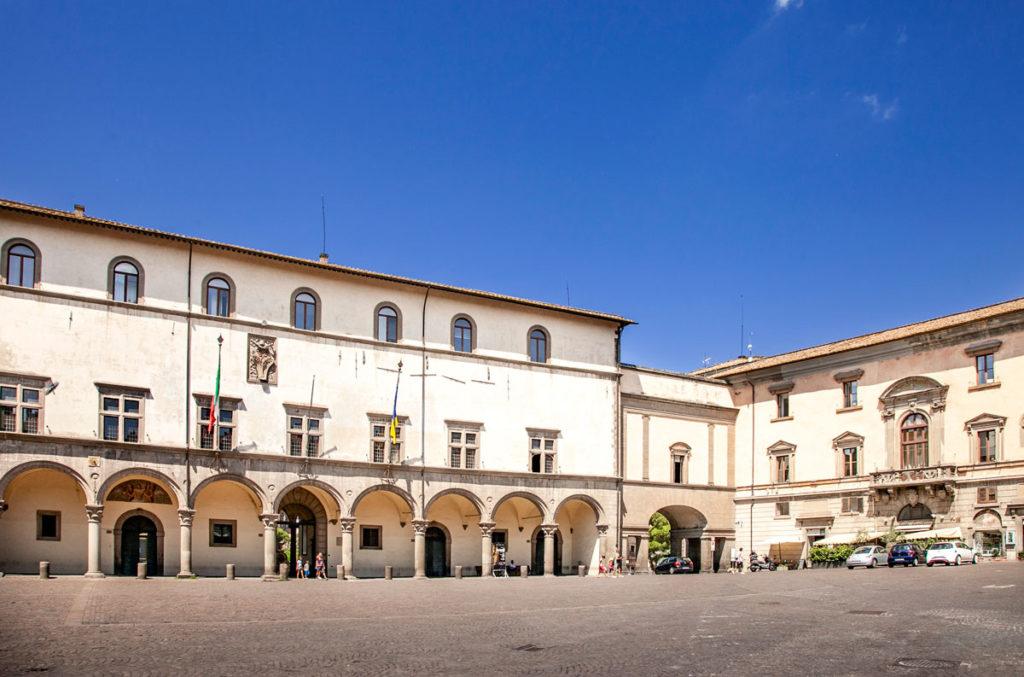 Piazza del Plebiscito e Palazzo dei Priori di Viterbo