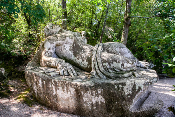 Statua Gigante della Donna Dormiente
