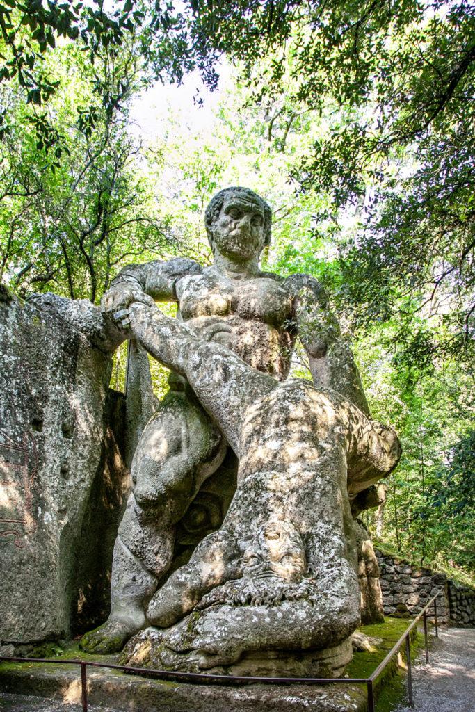 Statua di Ercole e Caco - Sculture Giganti nel parco del Lazio