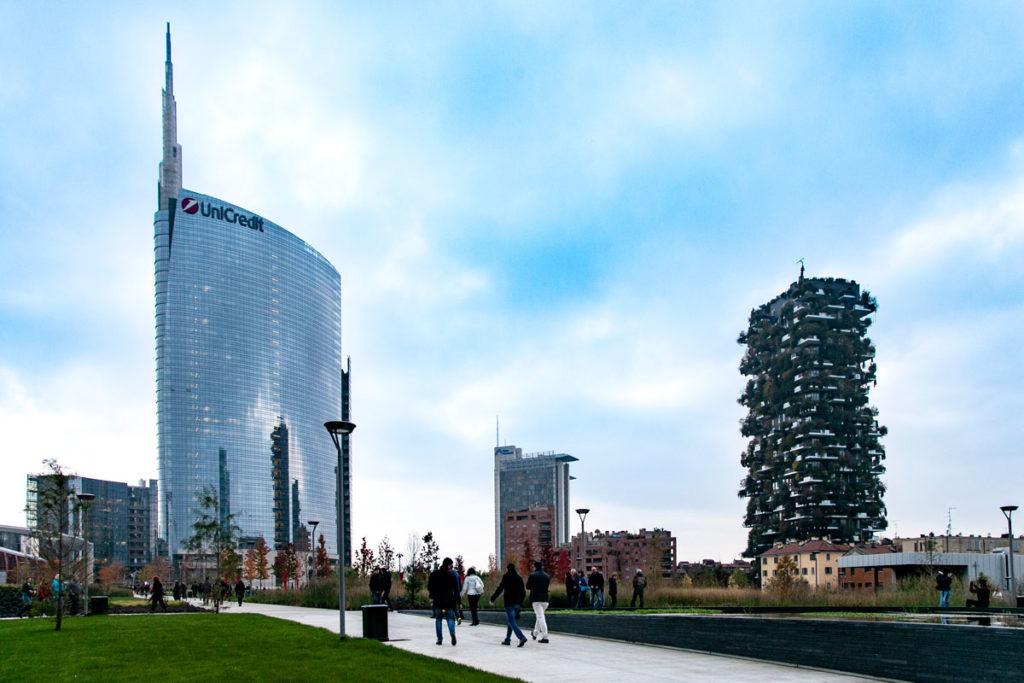 Torre Unicredit e Bosco Verticale visto dal Parco della Biblioteca degli Alberi di Milano