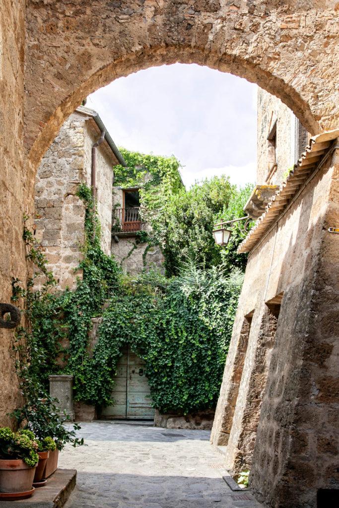 Archi di tufo a Civita di Bagnoregio