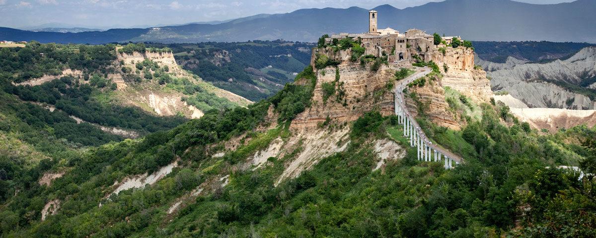 Civita di Bagnoregio nella valle dei Calanchi - Viterbo