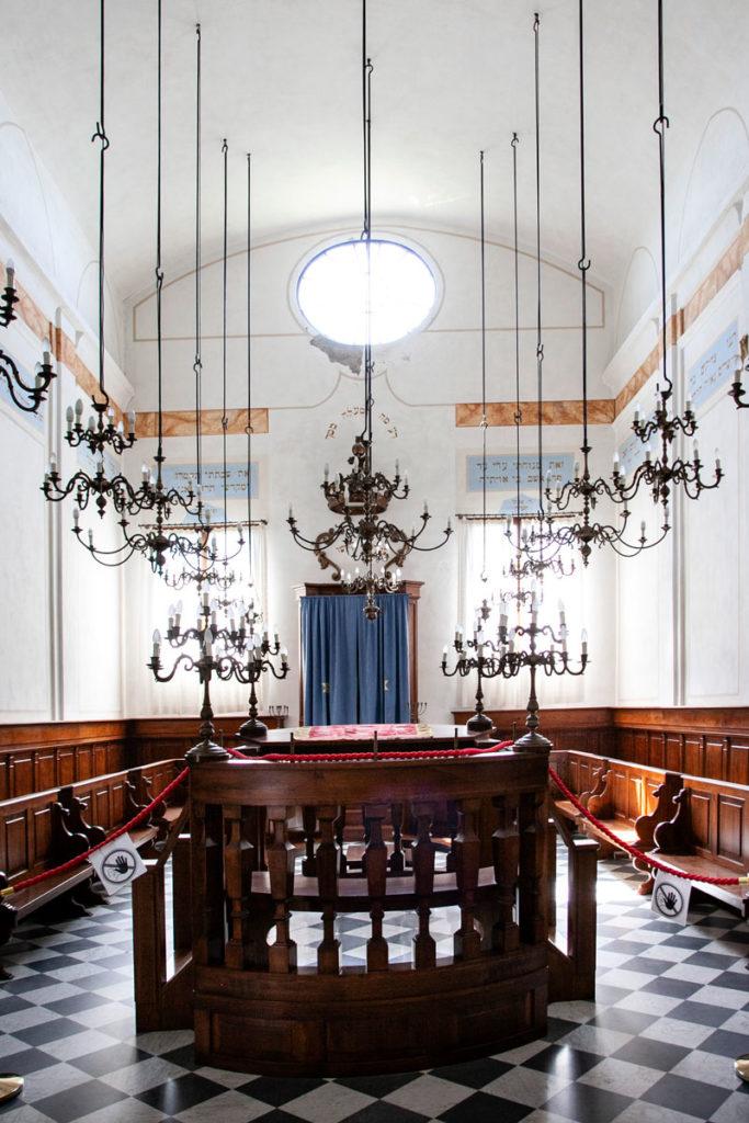 Dentro alla Sinagoga di Pitigliano