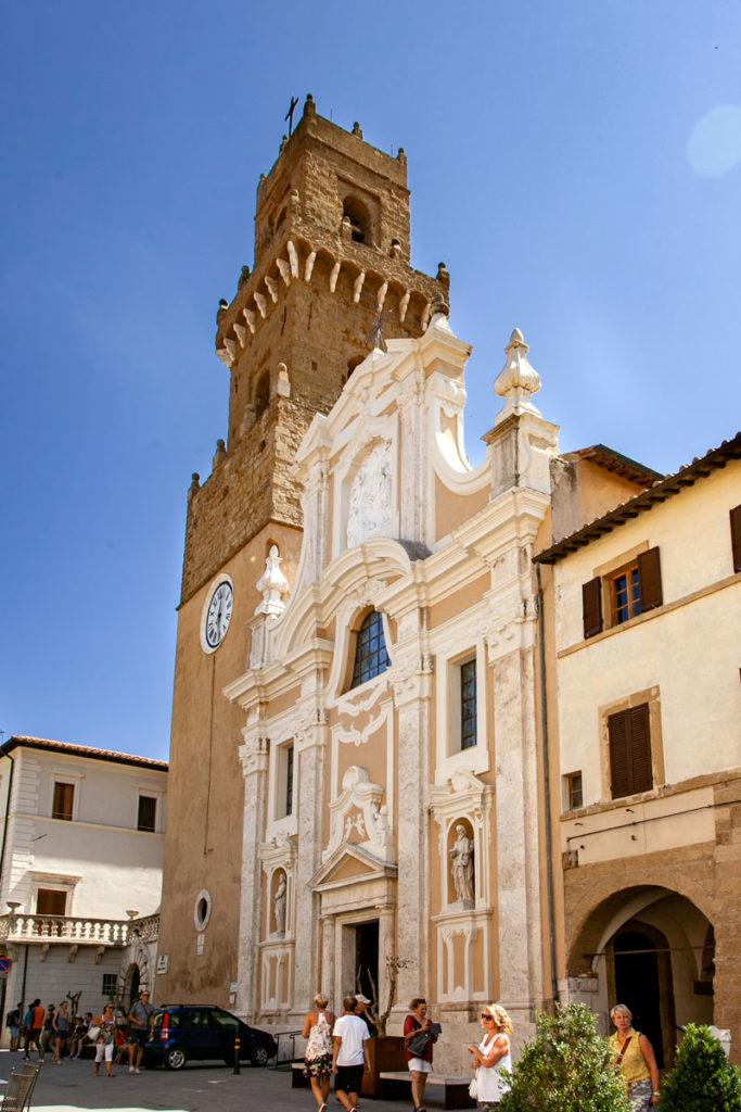 Facciata Esterna e Campanile Cattedrale dei Santi Pietro e Paolo - Duomo di Pitigliano