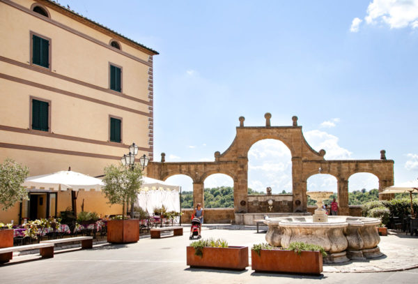 Fontana delle 7 cannelle e fontana Gemella in piazza della Repubblica