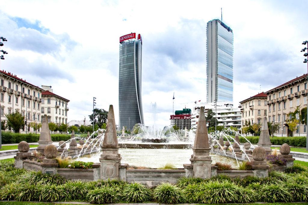 Fontana delle Quattro Stagioni di Milano in piazza Giulio Cesare - Fontana Liberty a CityLife