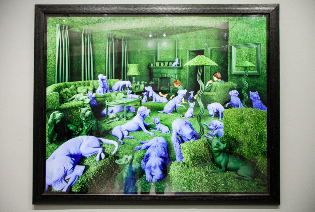 Green House - Casa con Trentatre cani blu - Sandy Skoglund 1990